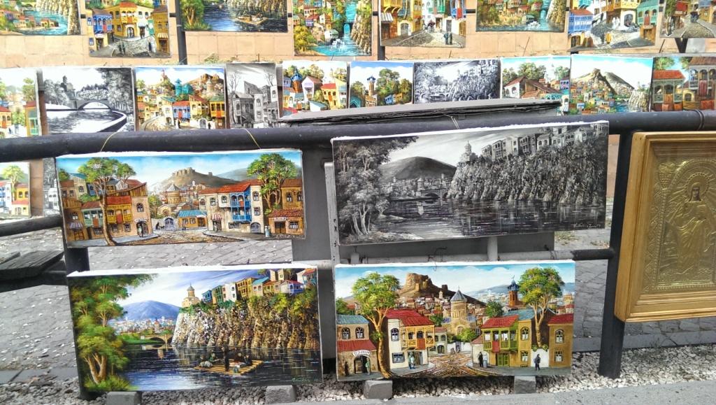 obrazy dostępne na bazarze w Tbilisi