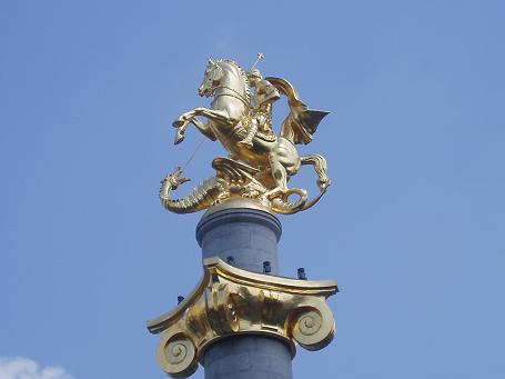 pomnik św. Jerzego na Placu Wolności – Tevisuplebis Moedani