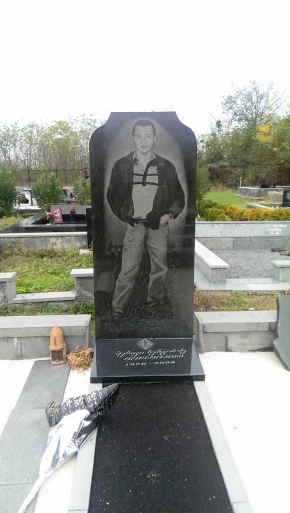 pomnik na cmenarzu w gruzji