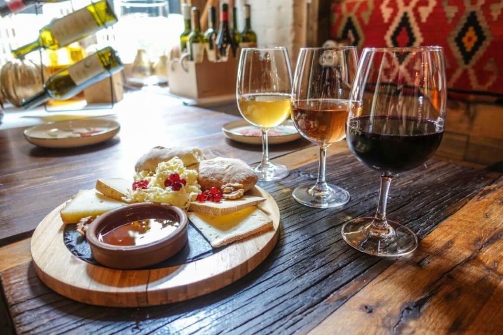 Gvino degustacja wina Tbilisi stare miasto