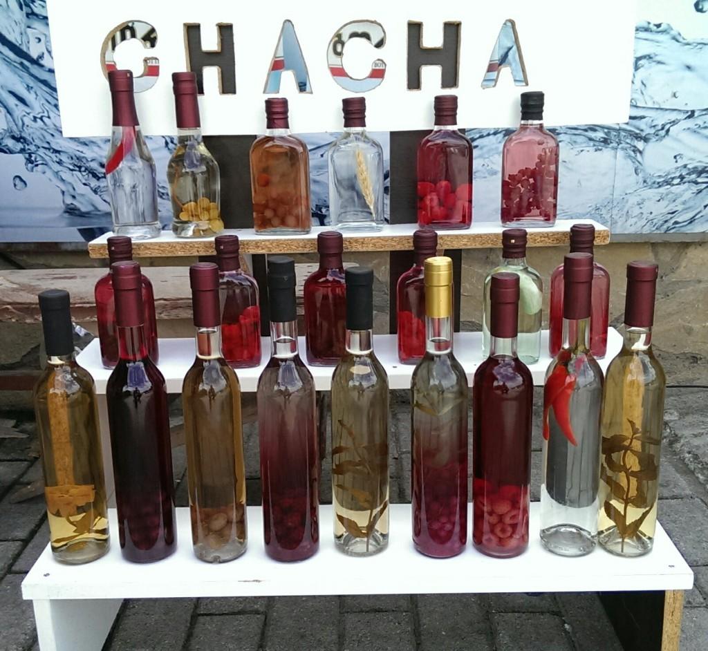 Gruzińska wódka z winogron – czacza – w różnych wersjach smakowych i z różnymi wkładkami
