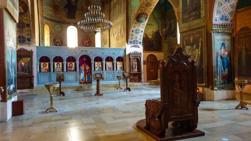 cerkiew wnetrze Sziomgwime tron katolikosa