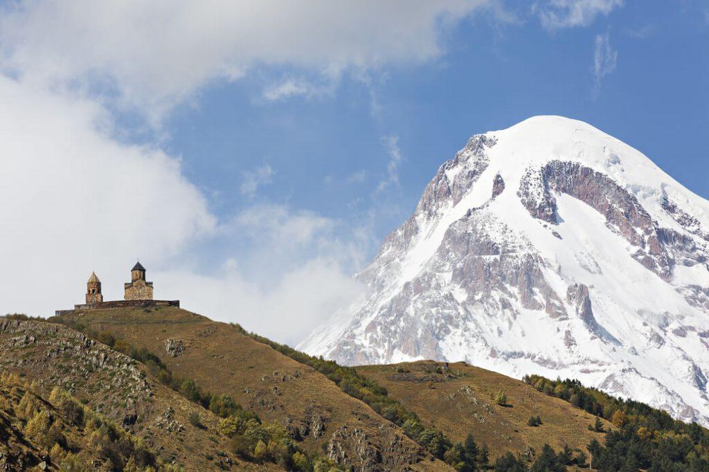 kazbek śnieg gruzja cerkiew cminda sameba