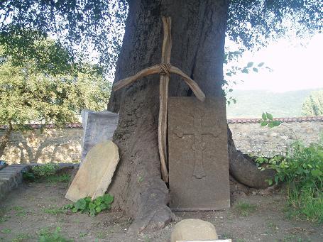 Krzyż św. Nino w klasztorze Samtawro