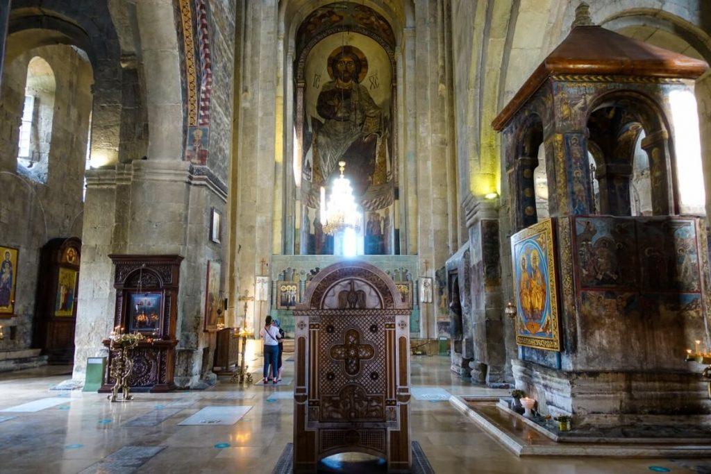 katedra Sweticchoweli wnetrze cerkwi tron katolikosa fresk Chrystusa