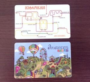 Z góry karta do autobusu/metra/na Narikalę, z dołu karta na Mtacminda
