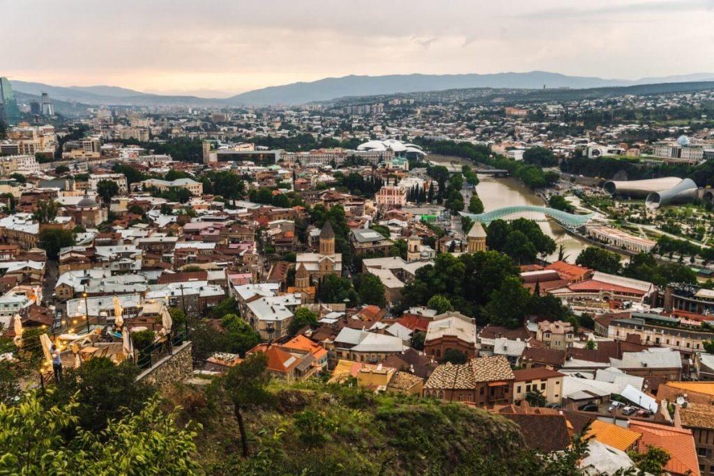 tbilisi centrum miasta widok z kolejki linowej