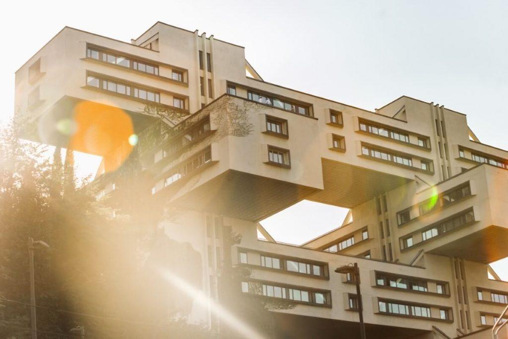 brutalizm architektura modernizm tbilisi bank gruzji