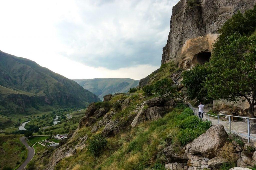 Wardzia skalne miasto Gruzja Kaukaz cerkiew krajobraz