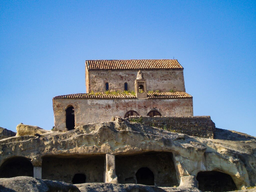 Uplisciche najstarsze miasto skalne w Gruzji cerkiew
