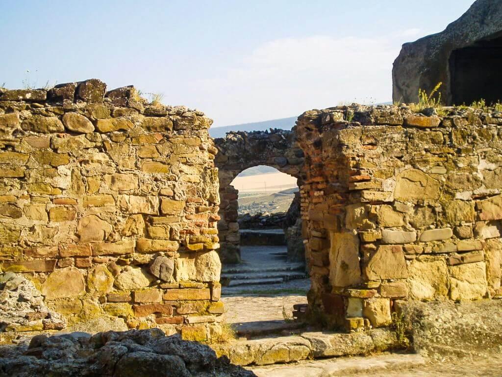 Uplisciche najstarsze miasto skalne w Gruzji mury średniowieczne