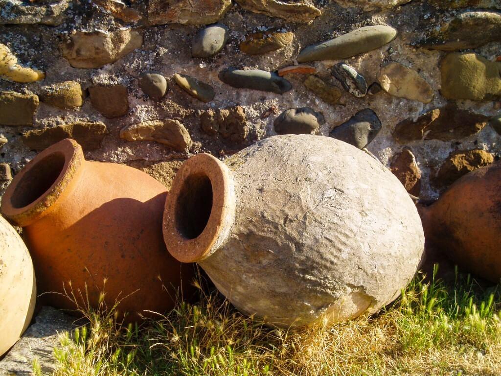 Uplisciche najstarsze miasto skalne w Gruzji qvevri amfory na wino
