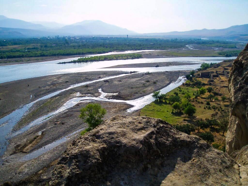 Uplisciche najstarsze miasto skalne w Gruzji rozlewisko rzeki Mtkwari