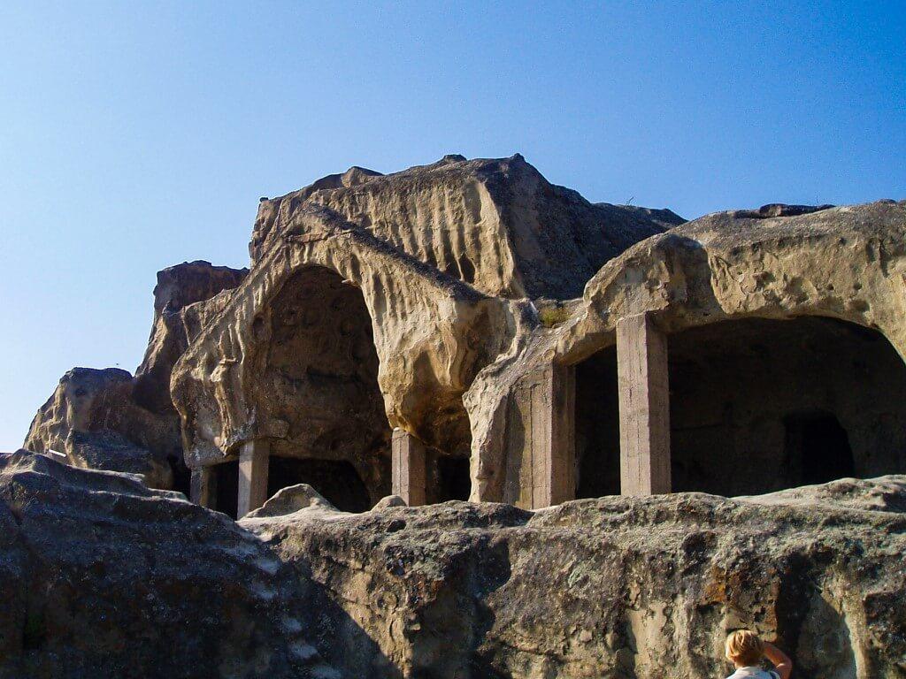 Uplisciche najstarsze miasto skalne w Gruzji widok teatr skalne sale sztukaterie