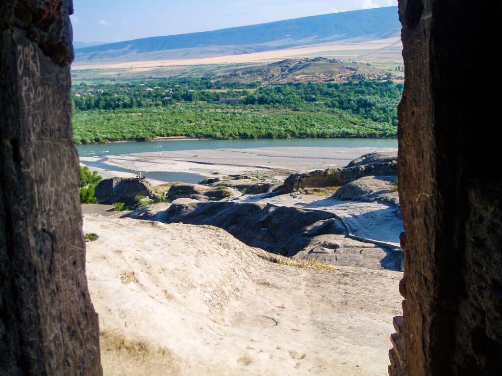 Uplisciche najstarsze miasto skalne w Gruzji wycieczka widok rzeka Mktwari Kura