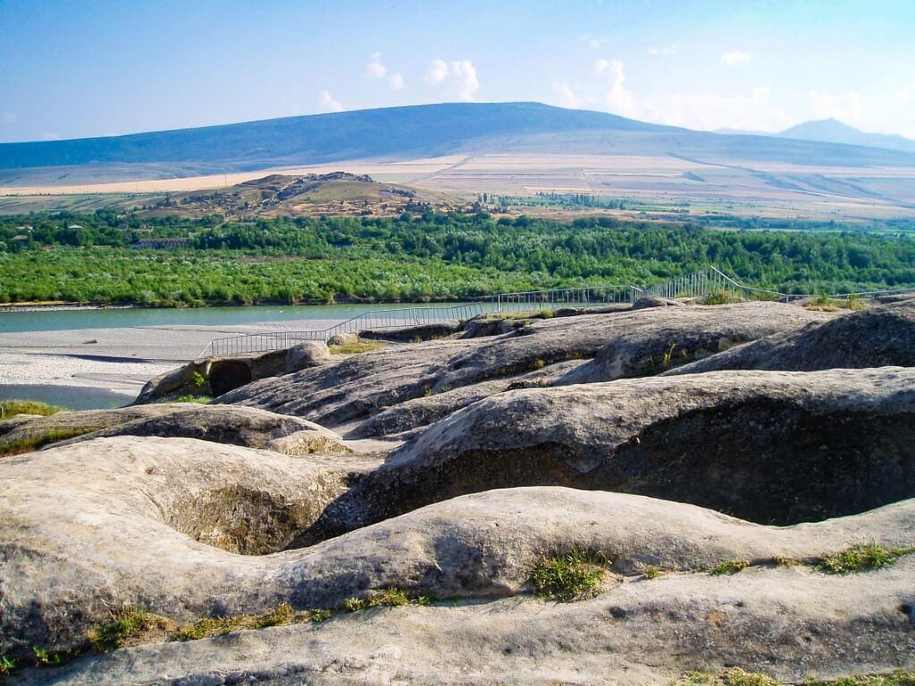 Uplisciche najstarsze miasto skalne w Gruzji zwiedzanie widok rzeka Mtkwari