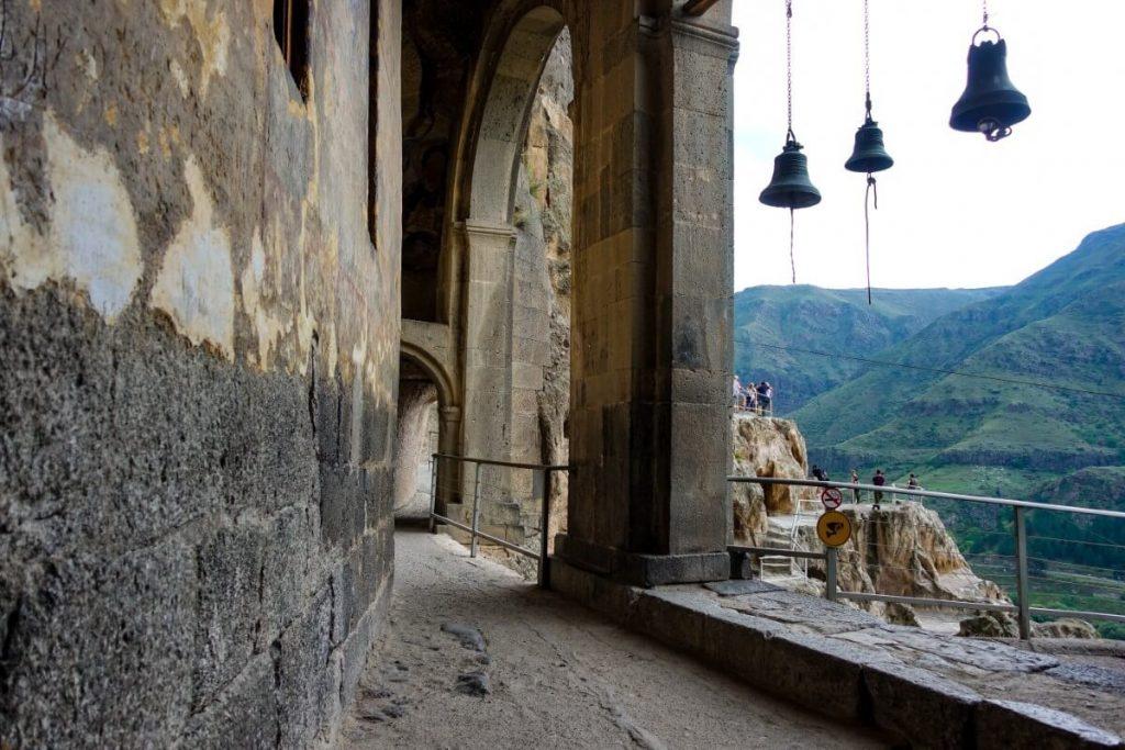 Wardzia skalne miasto Gruzja Kaukaz cerkiew dzwonnica