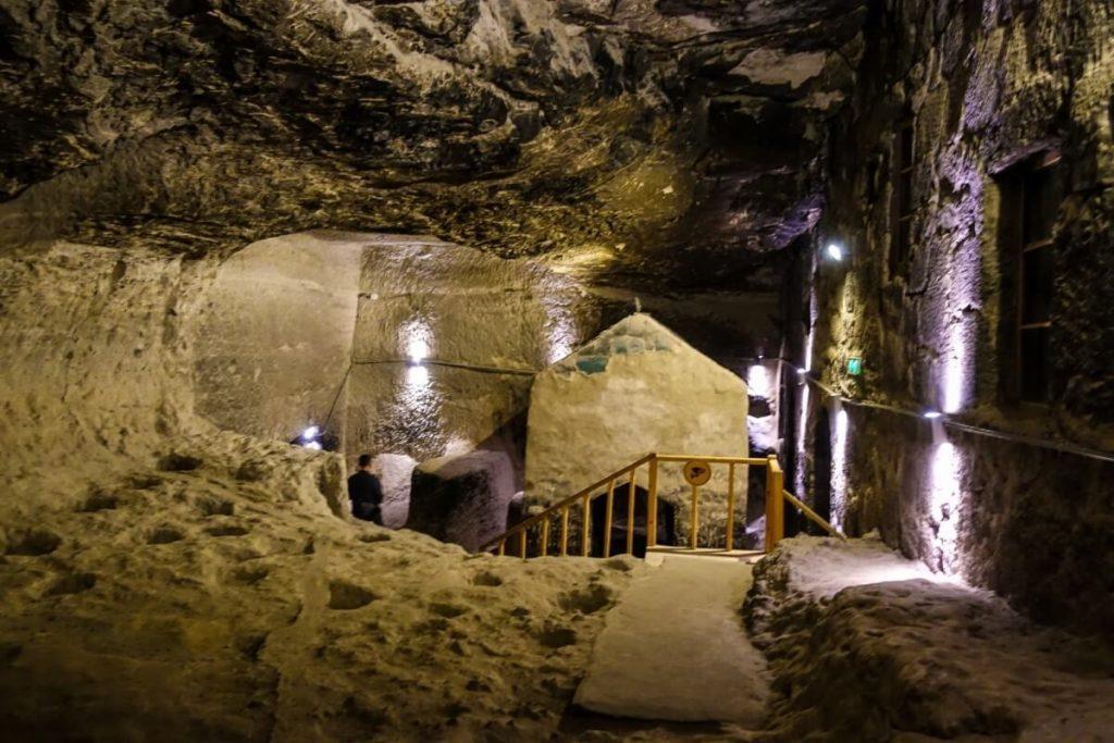 Wardzia skalne miasto Gruzja Kaukaz cerkiew wnetrze