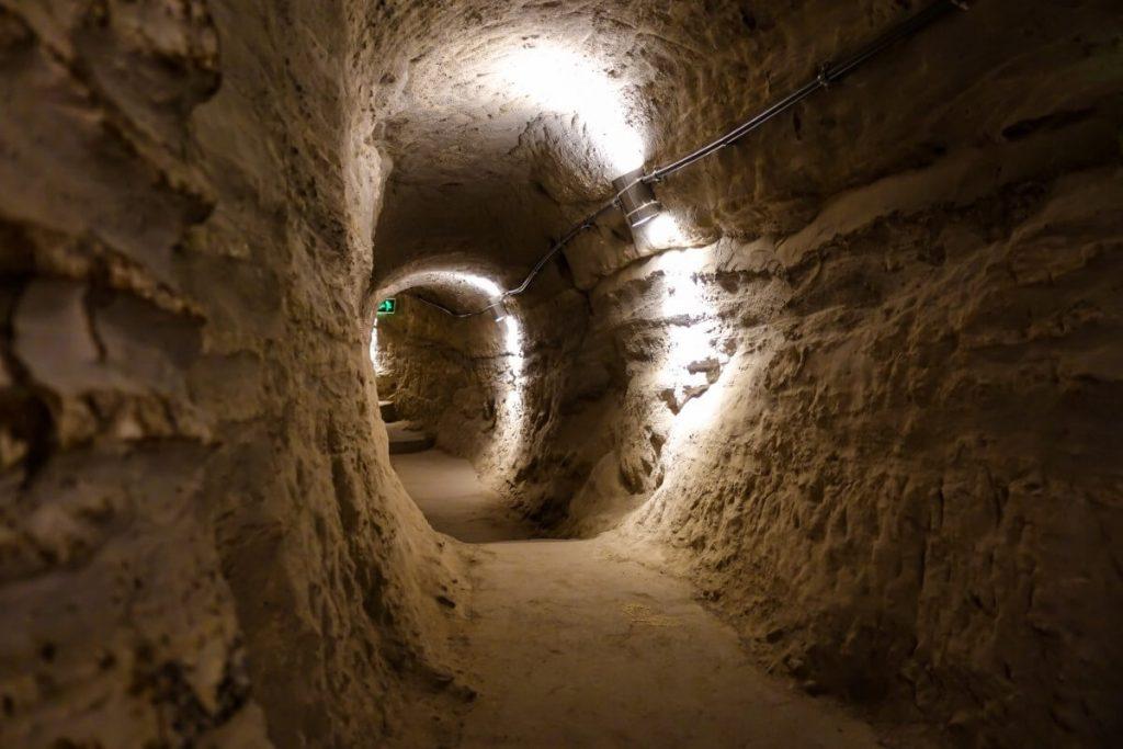 Wardzia skalne miasto Gruzja Kaukaz tunele