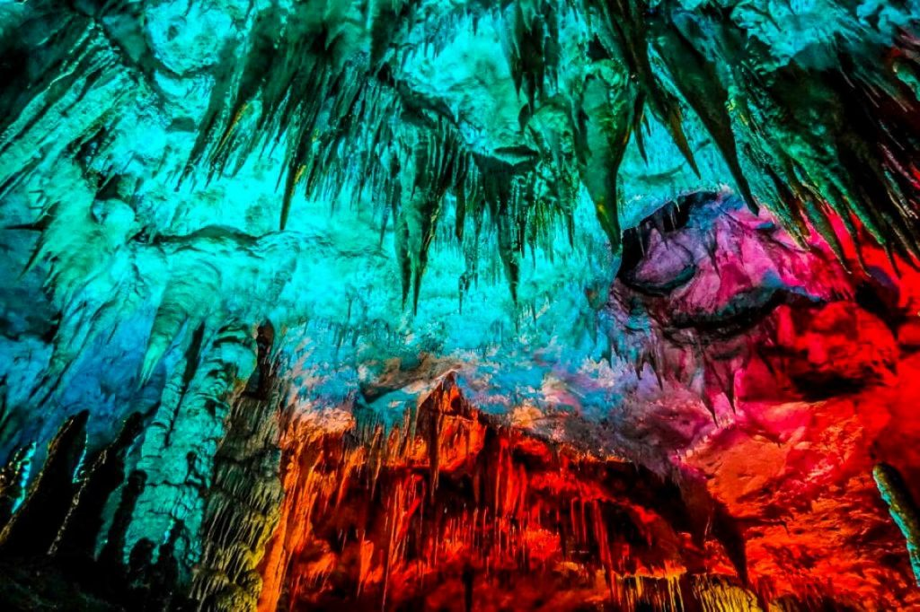 Jaskinia Prometeusza stalaktyty stalagmity Imeretia Gruzja okolice Kutaisi