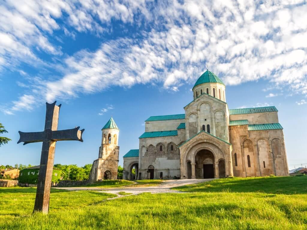 Katedra Bagrati w Kutaisi rekonstrukcja cerkwi symbol miasta
