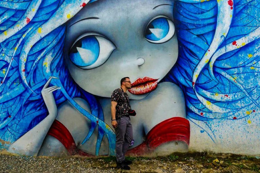 Mural w centrum Kutaisi street art graffiti Gruzja