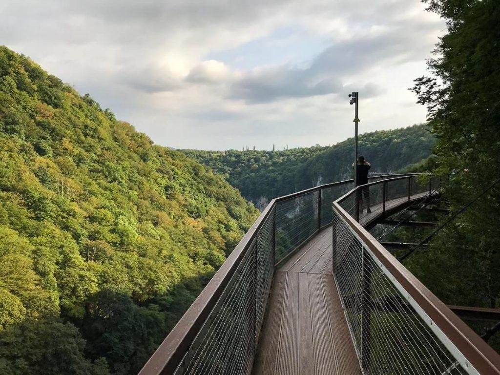 Okatse kanion Kutaisi Gruzja Kolchida Imeretia most przepasc