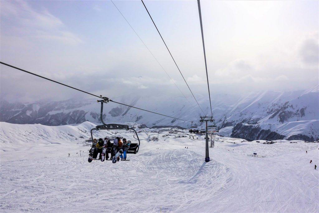 gudauri raj dla narciarzy wyciag krzeselkowy gruzja kaukaz zima