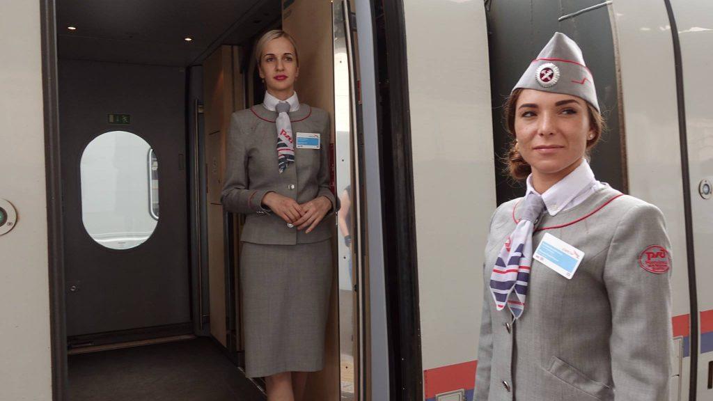 pociąg sapsan i stewardessy