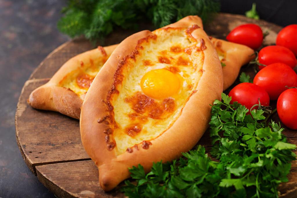 gruzińskie chaczapuri przepis - chaczapuri z serem imeruli