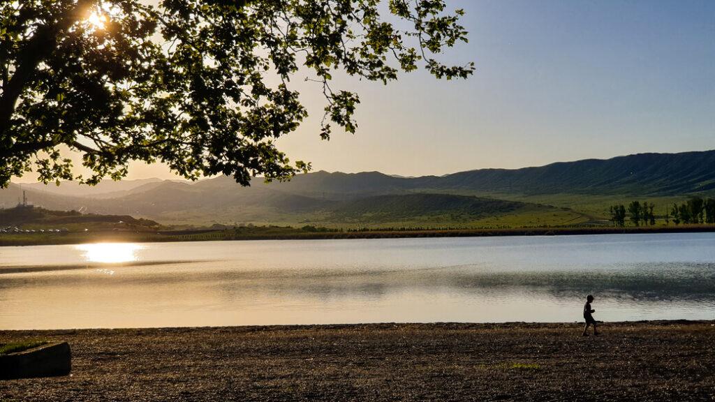 Jezioro Lisi Tbilisi Gruzja