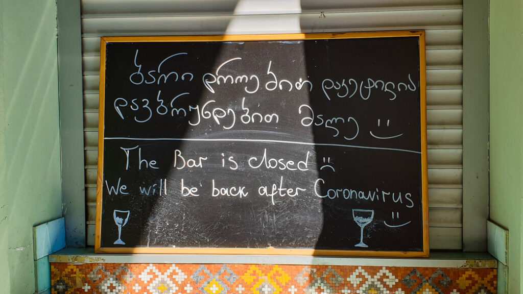 Koronawirus Gruzja zamknięty bar