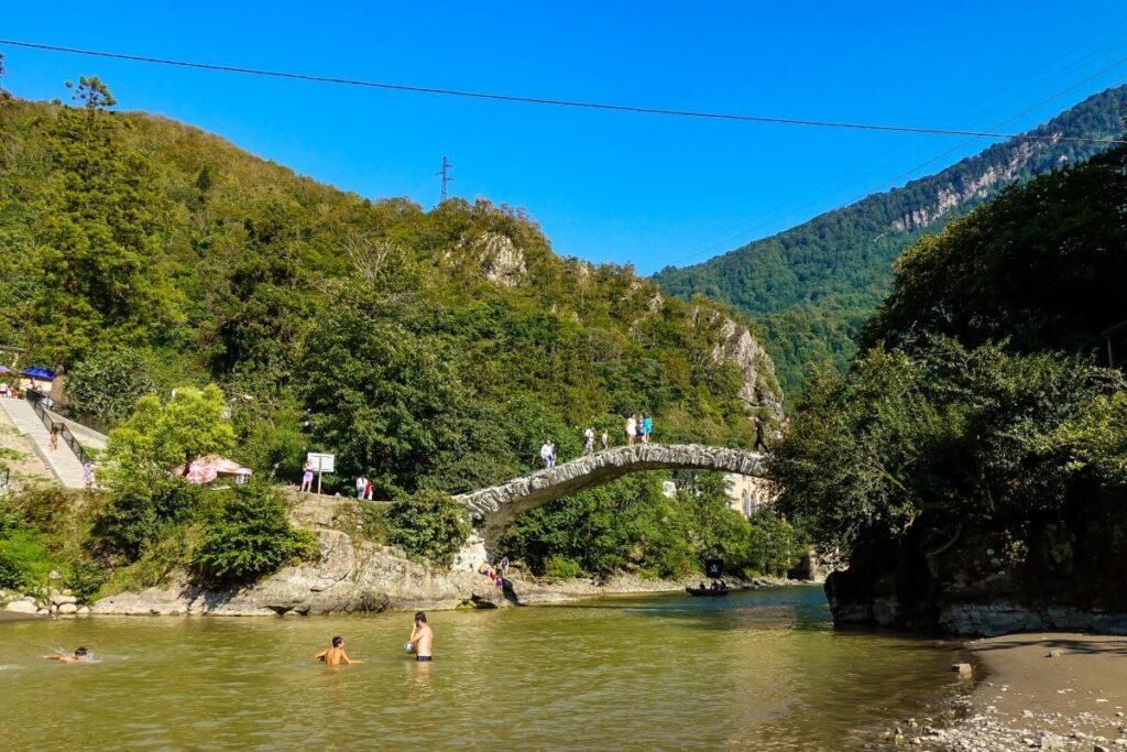 makhuntseti most łukowy gruzińskie bezdroża