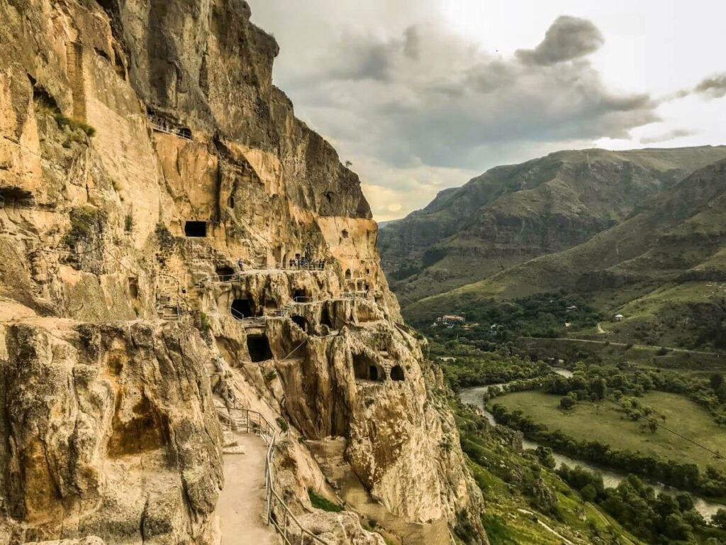 skalne miasto wardzia gruzińskie bezdroża