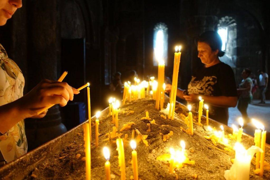 geghard klasztor cerkiew swiece