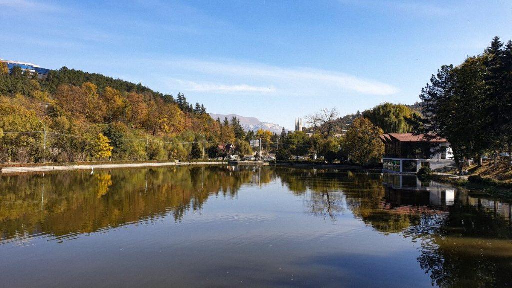 Jezioro Dilijan Dilidżan miasto Armenia