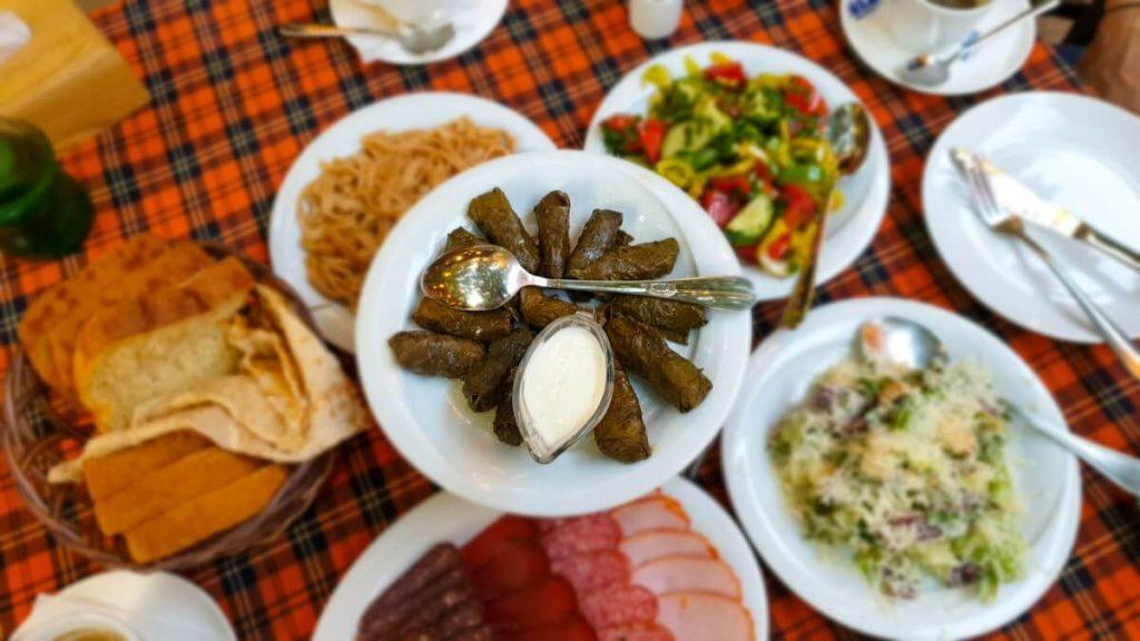 Armenia Erywan ser salatki kuchnia ormianska