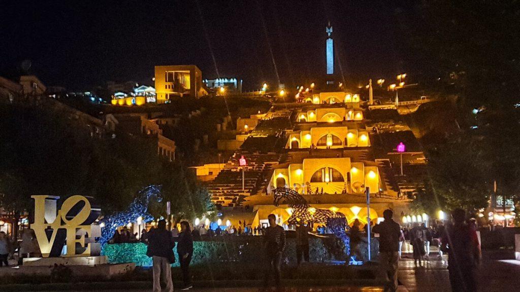 Kaskady wieczor Armenia Erywan centrum