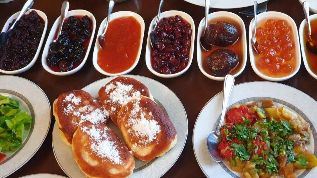 Sniadanie Dilidżan Dilijan hotel Armenia