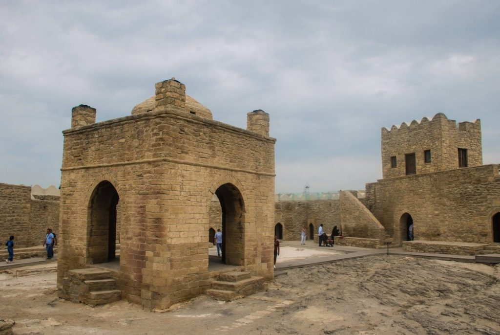 Azerbejdzan okolice Baku swiatynia Ateszgah kraina ognia