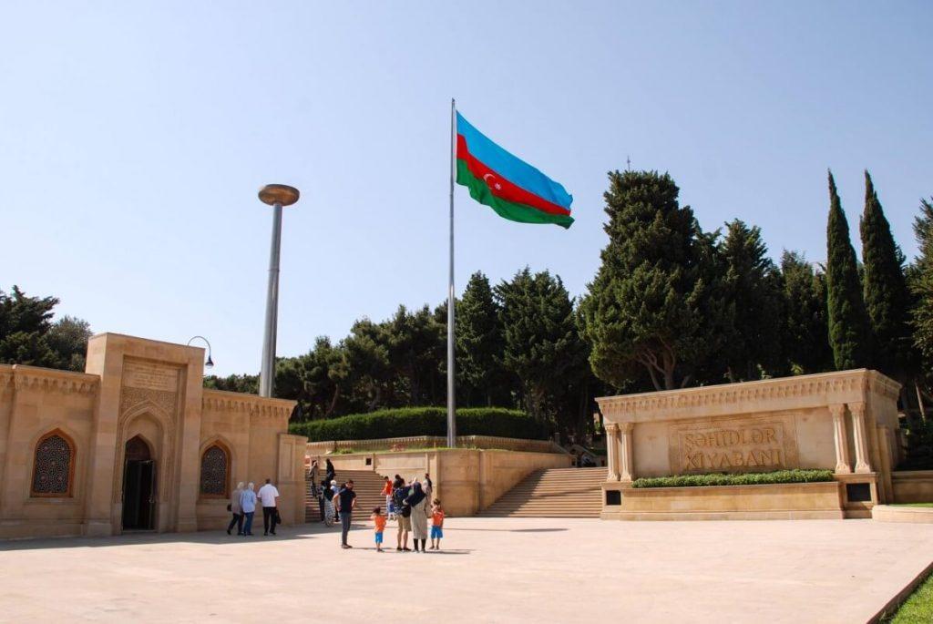 Azerbejdzan Baku i okolice plac Sahidlar flaga