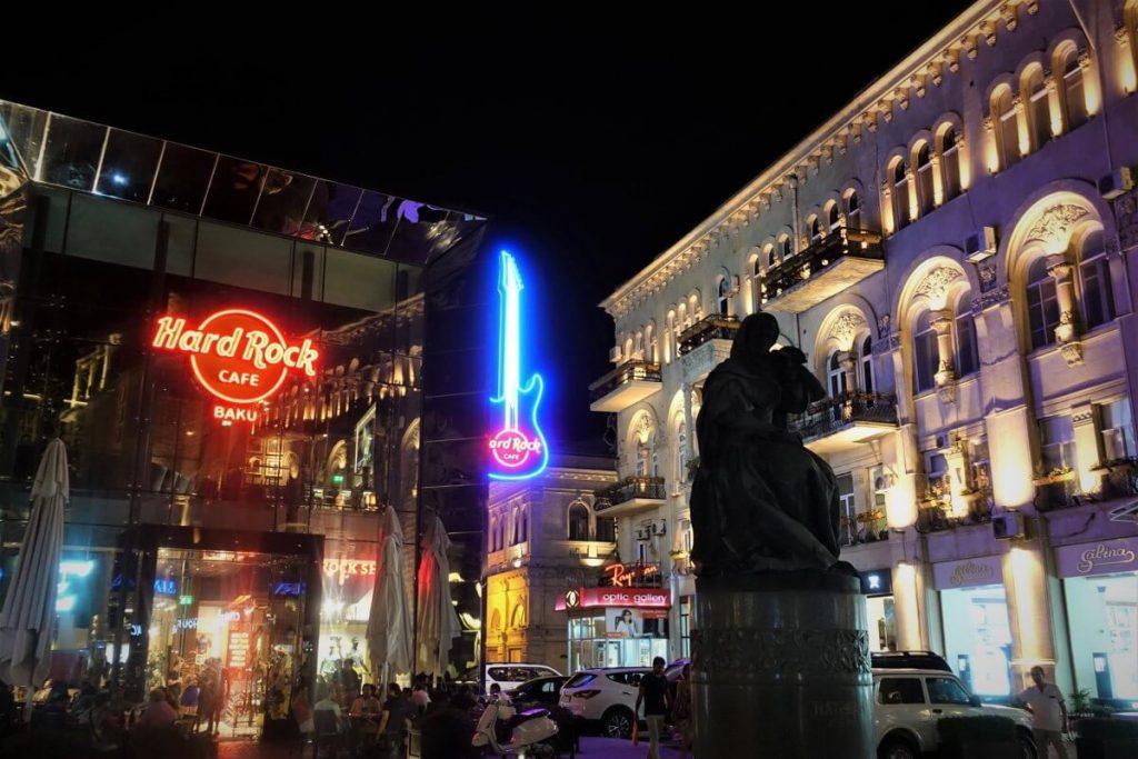 Azerbejdzan Baku i okolice wieczor centrum