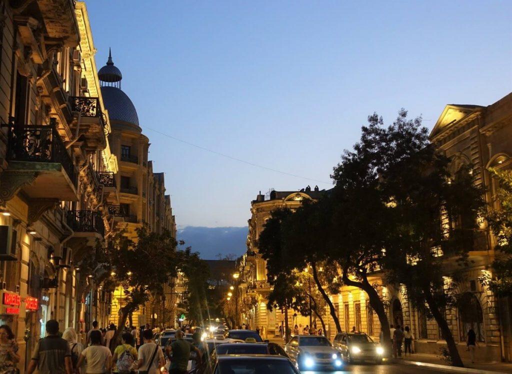 Azerbejdzan Baku i okolice wieczorny spacer centrum miasta