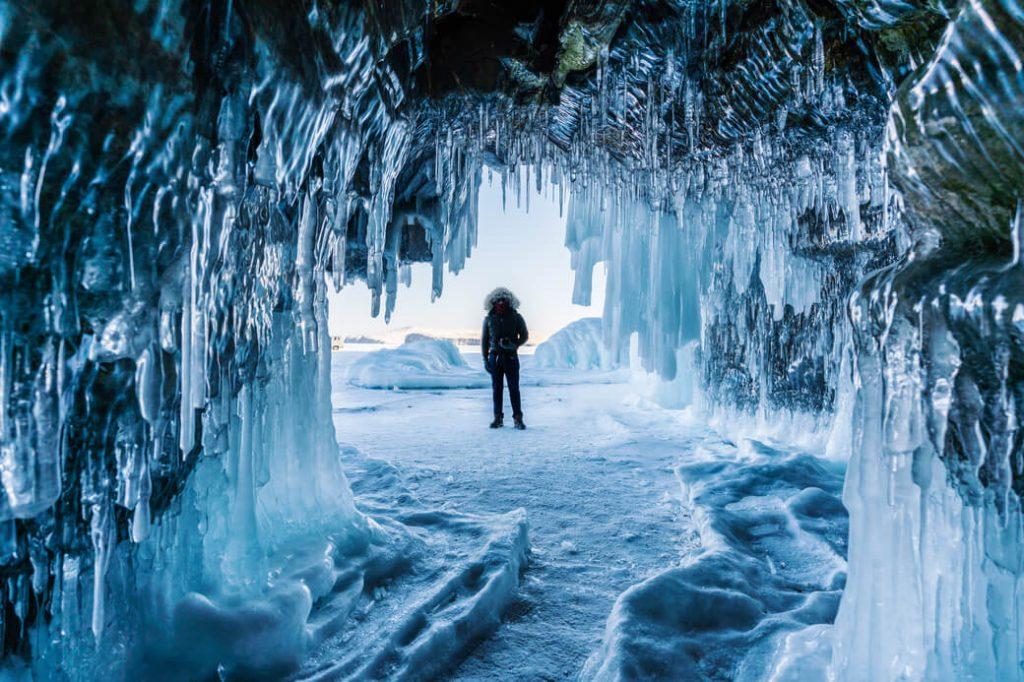 bajkał lodowe jaskinie rosja