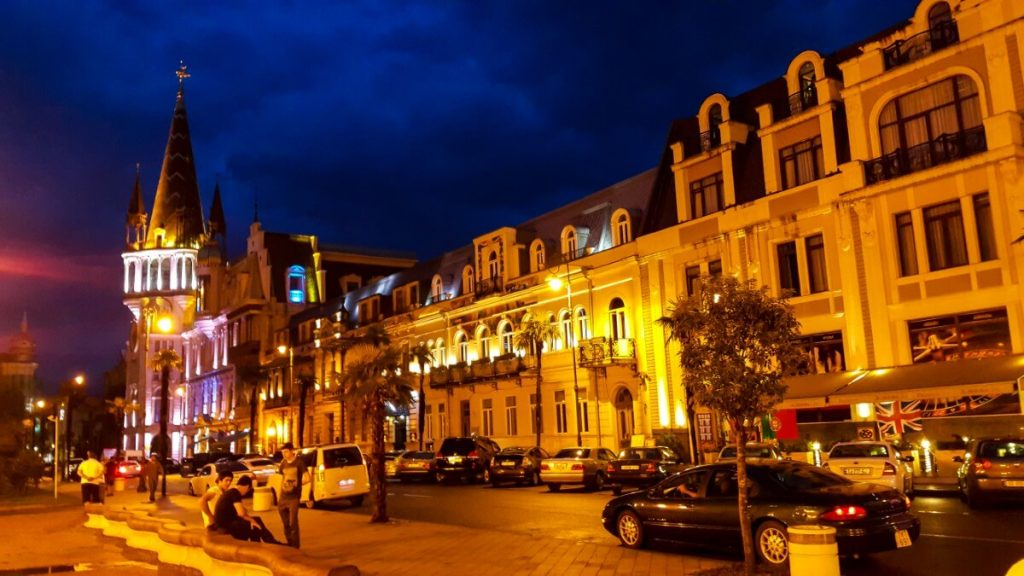 Batumi wieczor Plac Europy