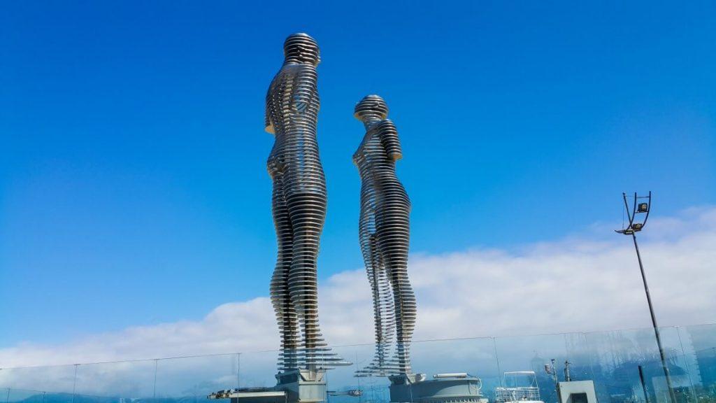 Pomnik Kobieta Mezczyzna Ali Nino Gruzja Batumi bulwar