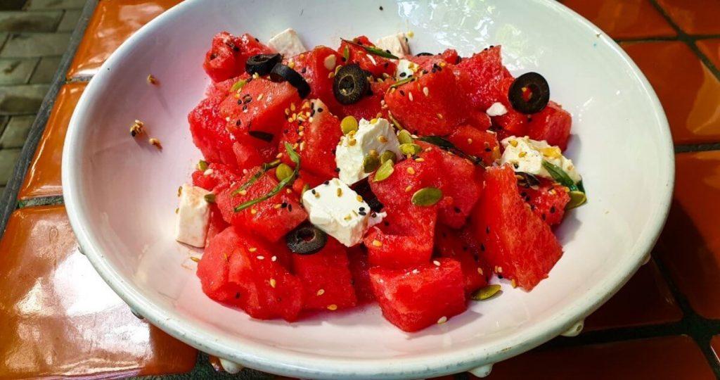 Kuchnia gruzinska salatka arbuz ser Tbilisi