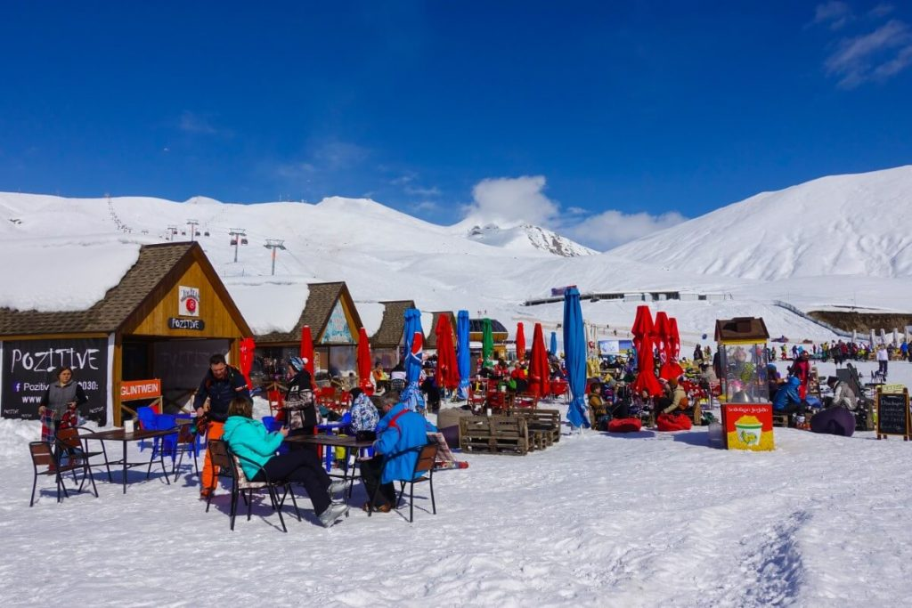 narty w gruzji gudauri raj dla narciarzy polakogruzin pomnik przyjaźni restauracje na stoku