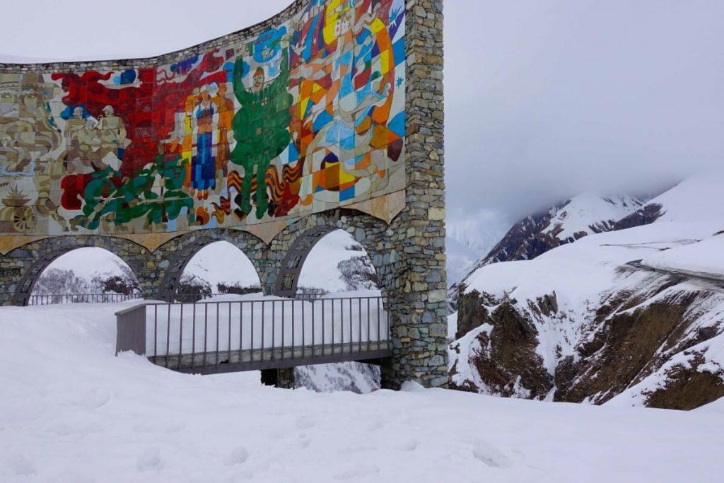 narty w gruzji gudauri raj dla narciarzy polakogruzin pomnik przyjaźni punkt widokowy