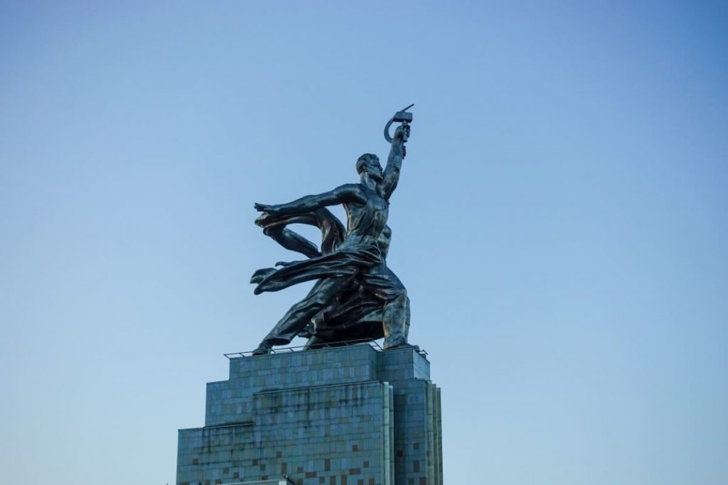 Petersburg i Moskwa w 9 dni – wyprawa do innego wymiaru Robotnik i Kołchoźnica przy stacji metra WDNCh w Moskwie